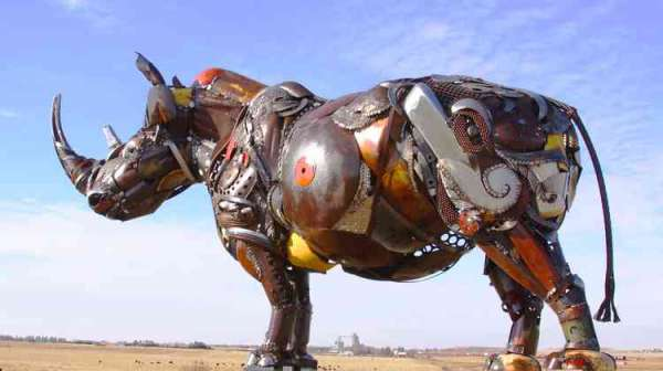 Wonderfully lively animal sculptures out of scrap metal