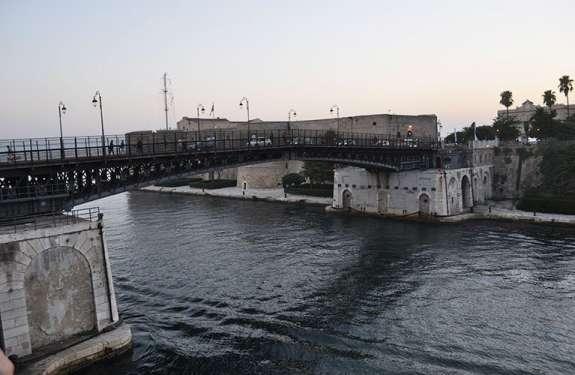 Ponte girevole - Taranto