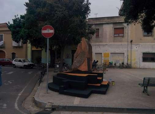 Statua in piazza Croce Santa - San Sperate - Sardegna