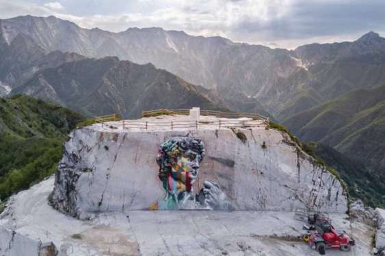 Con un murale il David di Michelangelo ritorna nella cava