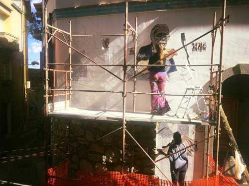 Un murale, tre donne e una antichissima tradizione orgolese