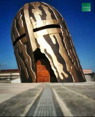 Capua: Un gigante Elmo in omaggio al condottiero Fieramosca