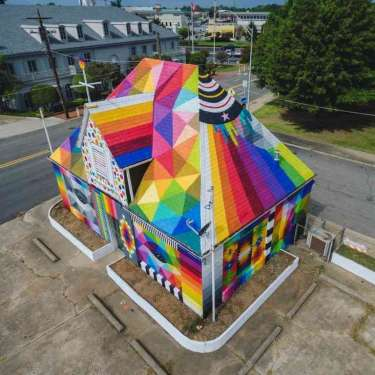 Spanish street artist painted a Universal Chapel